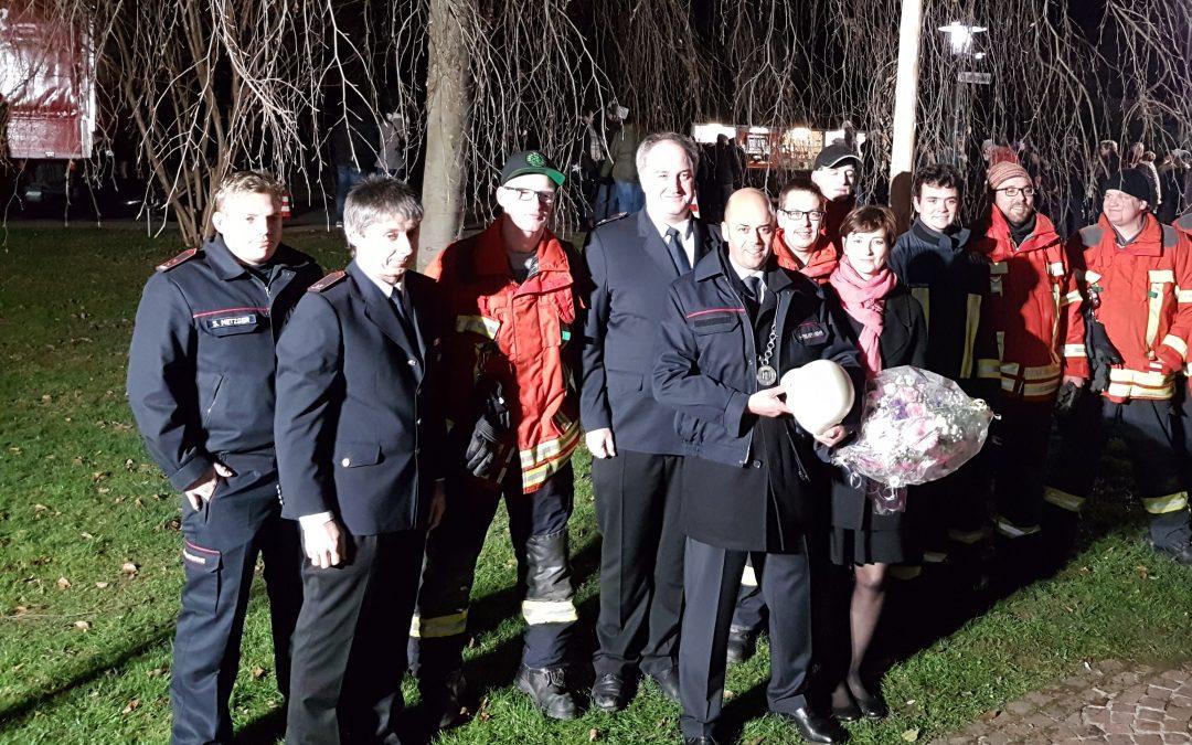 Feuerwehr Bad Bellingen stellt Bürgermeistertanne